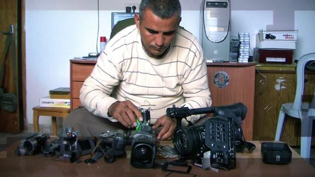 1_e_emad-burnat,-guy-davidi-_5-broken-cameras