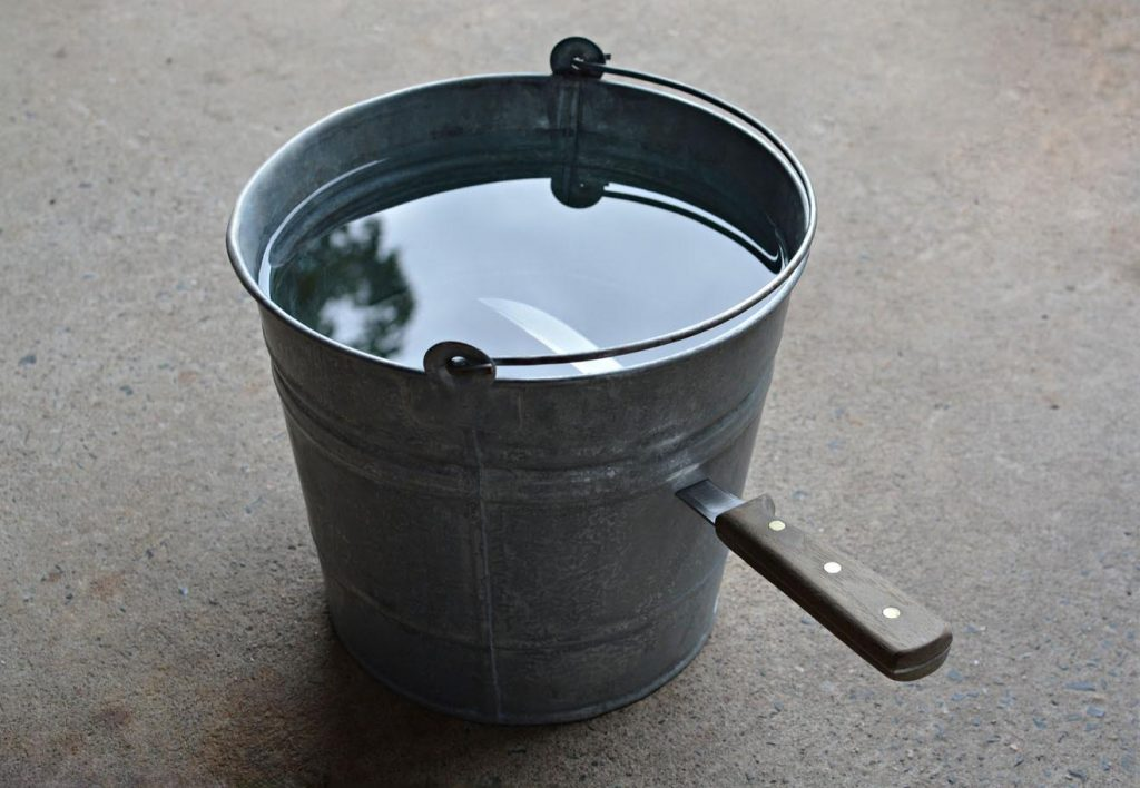 knife bucket