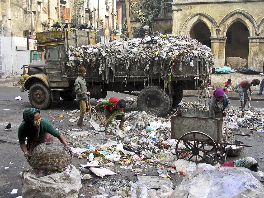 rubbish truck 2©Uchujin-Adrian Storey