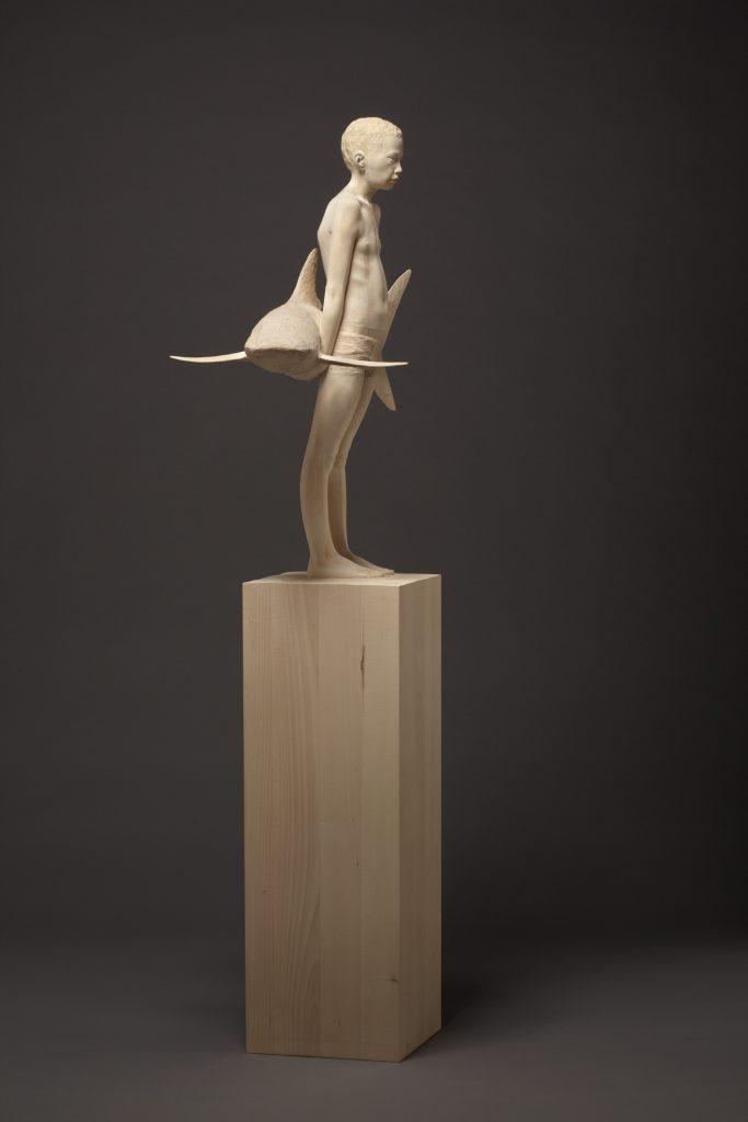 """Mario Dilitz, """"big fish"""", 2013, Lindenholz, 158 x 70 x 40 cm"""
